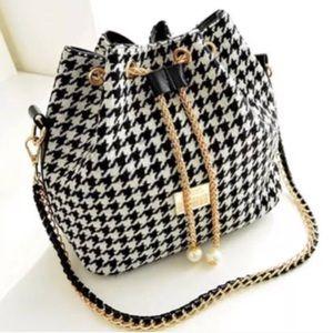 Handbags - Houndstooth BUCKET purse gold chain shoulder BAG